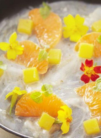 Carpaccio de dorade à la clémentine de Corse en aigre-douce sur glace